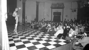 LaCúpula Venus durante una de las funciones del grupo detransformistasLes Ziegfield.