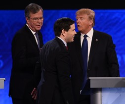 Jeb Bush, Marco Rubio y Donald Trump, en el debate en Manchester, New Hampshire.