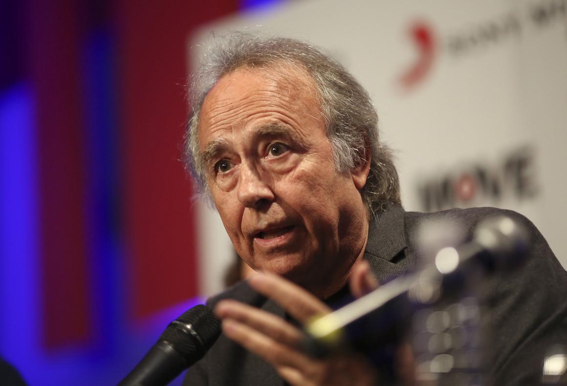 Joan Manuel Serrat, en rueda de prensa, este lunes en Buenos Aires.