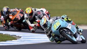 Joan Mir (Honda), liderando un grupito de pilotos en los últimos ensayos del GP de Australia.