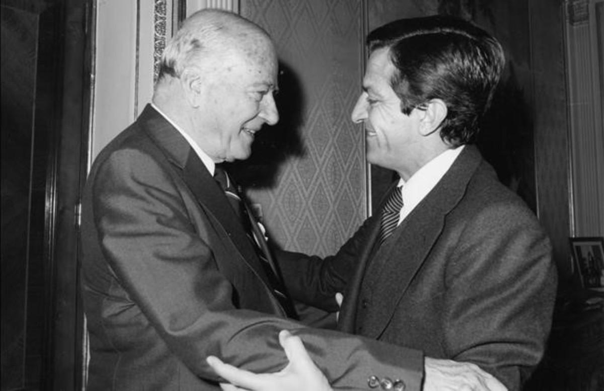 Josep Tarradellas y Adolfo Suárez, el 24 de octubre de 1977, día de la toma de posesión como presidente de la Generalitat.
