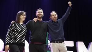 La nueva líder de Podem, Noelia Bail, junto a Albano Dante Fachin y Pablo Iglesias.