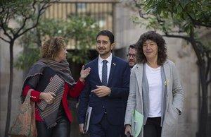 Los consellers Ester Capella, Damià Calvet y Teresa Jordà antes de la reunión del consell executiu.