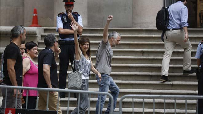 Juicio a Laia Roca y Lluís Mollon, dos activistas que participaron en una protesta por la detención de Puigdemont en Alemania.