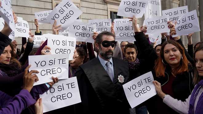 """Units Podem denuncia el """"biaix masclista de la justícia"""" davant del Congrés"""