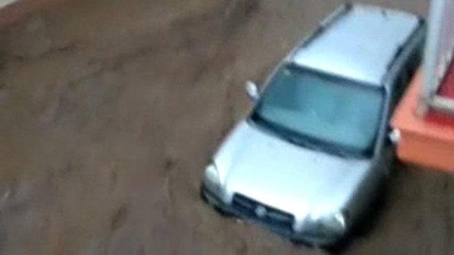 Las fuertes riadas sorprenden a los vecinos de Nerva (Huelva).