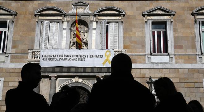 Arrimadas denuncia Torra davant del fiscal pels llaços grocs