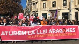 Manifestación contra la privatización de los servicios públicos que impulsa el vicepresidente del Govern, Pere Aragonès.