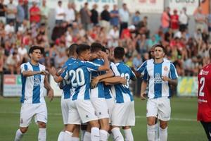 Los jugadores del Espanyol celebran uno de los goles al Olot.