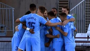 Los jugadores del Girona celebran el primer gol al Almería.