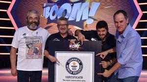 Los lobos de Boom, con el Premio Guinness.