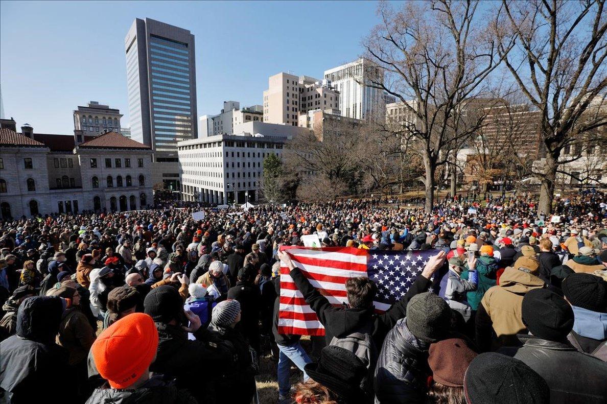 Manifestación ante el Parlamento de Virginia contra las restricciones de armas.