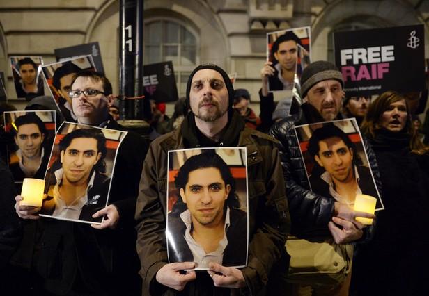 Manifestación de apoyo a Raif Badawi, delante de la Embajada de Arabia Saudí en Londres, hace un año.