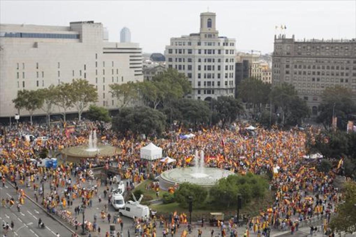 La manifestación, en la plaza de Catalunya, ayer.