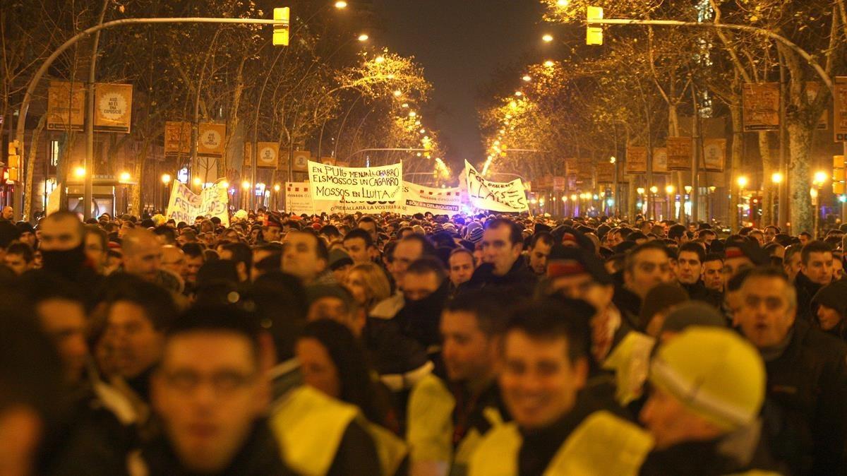 Imagen de archivo de una manifestación de Mossos d'Esquadra contra los recortes en el año 2012.
