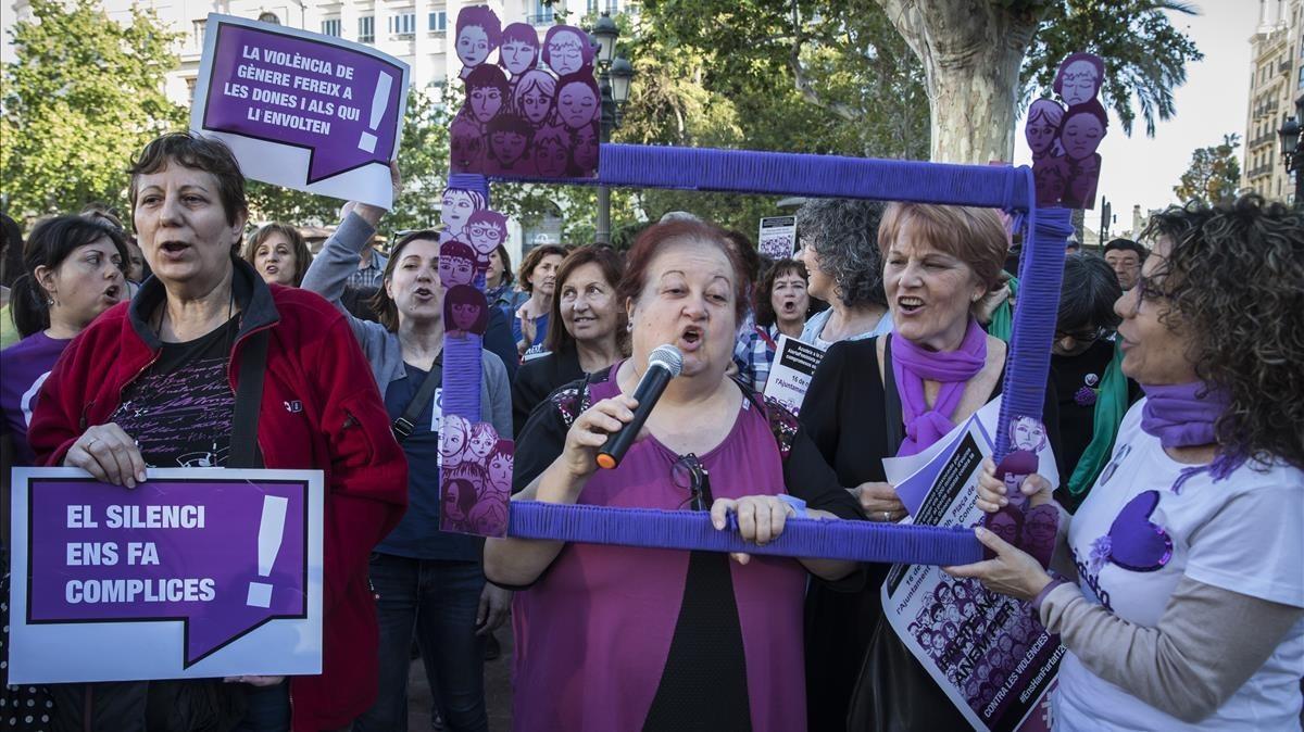 Manifestaciónpara exigir el cumplimiento del Pacto de Estado contra la Violencia de Generoen Valencia, este miércoles.