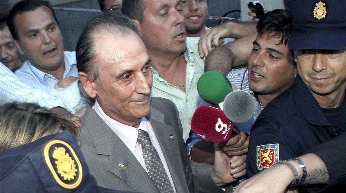 Manuel Ruiz de Lopera, a la salida de un juzgado de Sevilla, en el 2010.