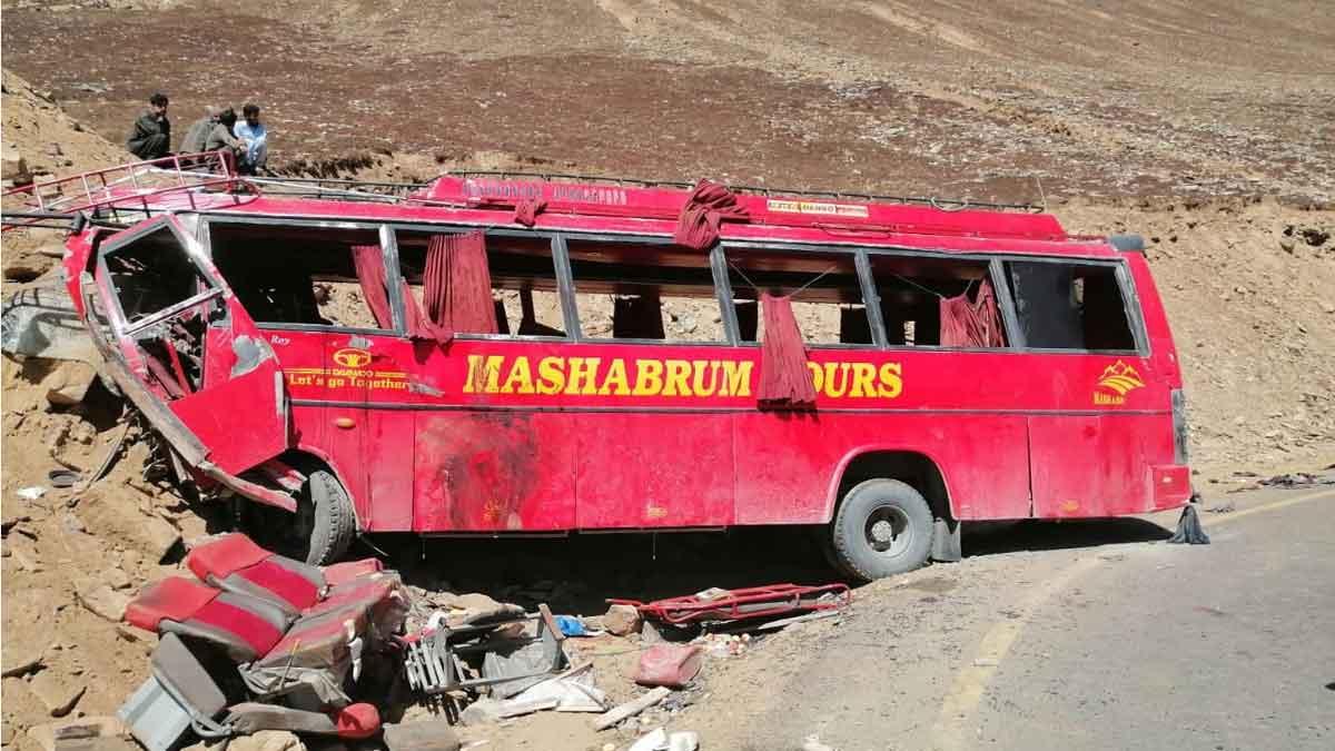 Al menos 26 muertos en un accidente de autobús en Pakistán.