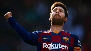 Messi celebra el primero de sus goles ante el Eibar.