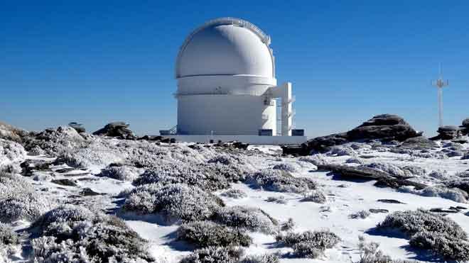 La troballa d'un nou exoplaneta desafia les teories astronòmiques