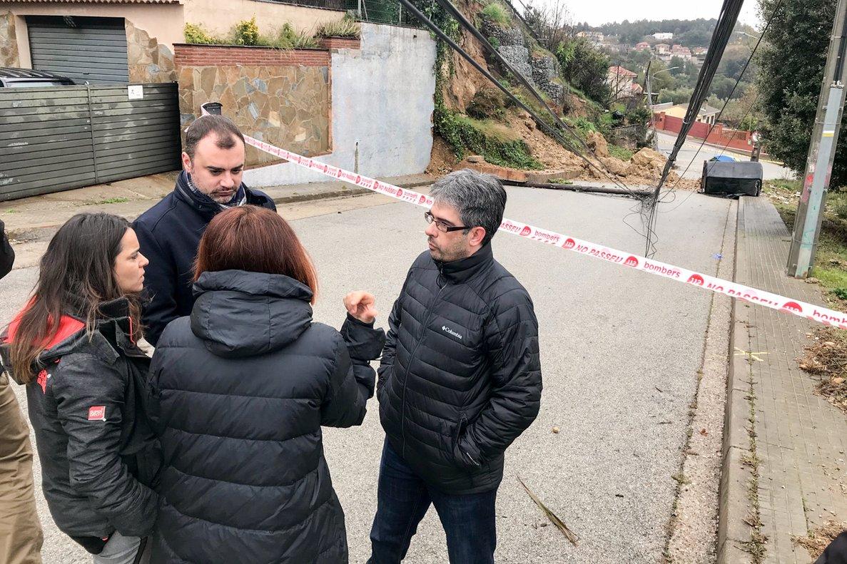 La caiguda d'un mur a Terrassa obliga a desallotjar quatre famílies