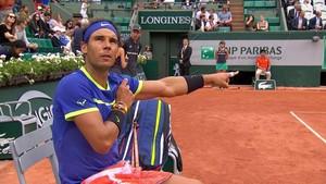 Nadal distute con el juez de silla Carlos Ramos durante su partido contra Bautista.