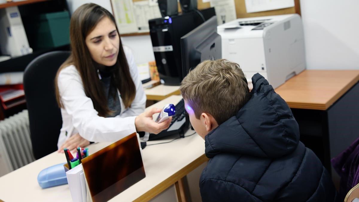 Natalia es una de las pocas enfermeras que ejercen en un colegio en Barcelona, en los Jesuites de Casp.