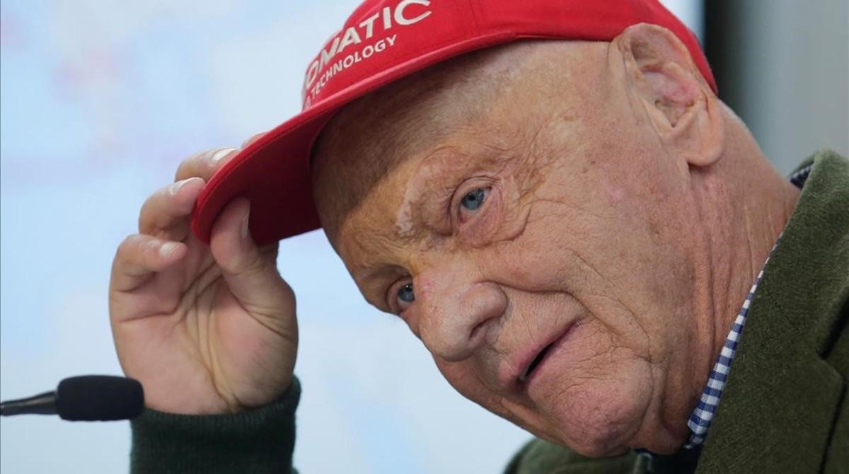 Niki Lauda, campeonísimo austriaco de F-1, en peligro tras un trasplante de pulmón.