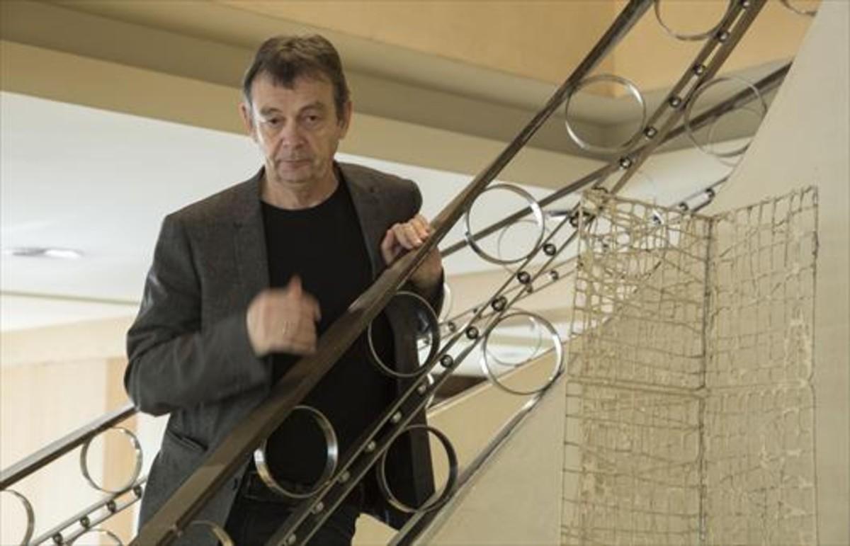 El novelista francés Pierre Lemaitre, en un hotel de Barcelona, en febrero.