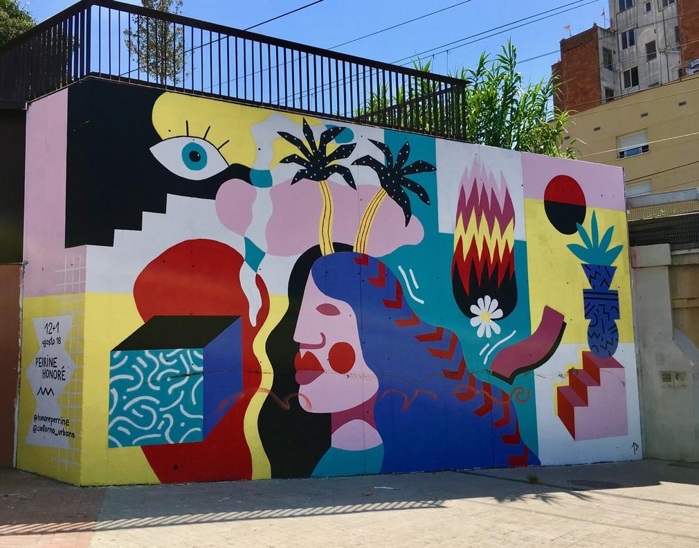 La obra de Perrine Honoré ocupará el mural de la calle Rosalía de Castro durante el mes de agosto