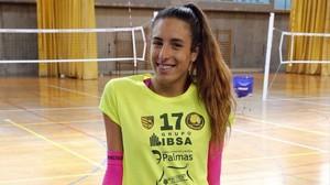 Omaira Perdomo, en un entrenamiento con su club de voleibol de Las Palmas.