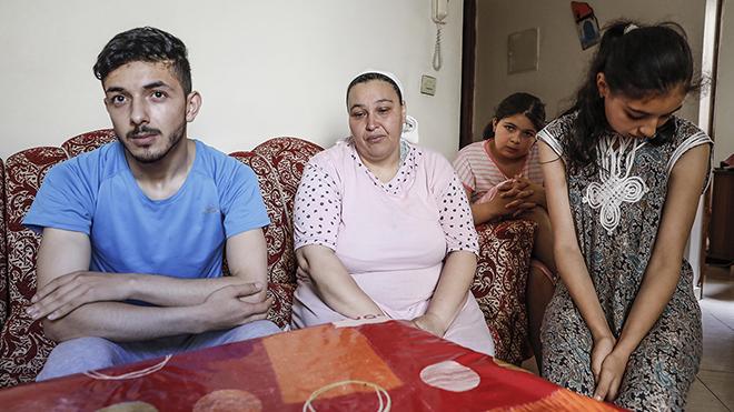 Hamiya es la madre de un joven que, después de ser tutelado por la Generalitat, duerme en la calle de Barcelona. Descubrió a través de EL PERIÓDICO la situación real de su hijo.