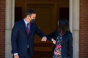 El presidente del Gobierno, Pedro Sánchez, recibe a la líder de Ciudadanos, Inés Arrimadas, este 2 de septiembre en la Moncloa.