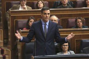 """Casado demana mà dura a Catalunya i Sánchez l'acusa d'""""autoritari"""""""