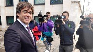 El expresidente de la Generalitat Carles Puigdemont a la salida de la fiscalia de Bruselas.