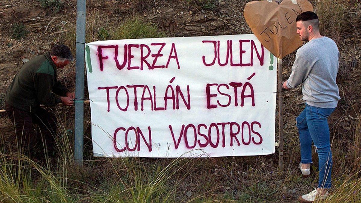 Pancarta en solidaridad con la familia del niño Julen en Totalán (Málaga).