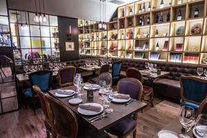 La sofisticada sala del restaurante Zinbar.