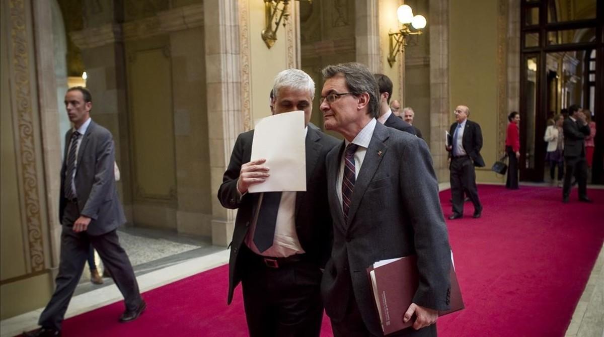 Artur Mas y Germà Gordó, en un pleno del Parlament, en el 2013.