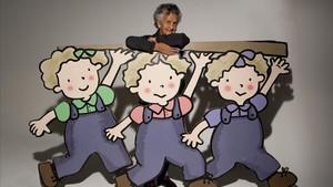 Roser Capdevila,con sus personajes de 'Les tres bessones'.