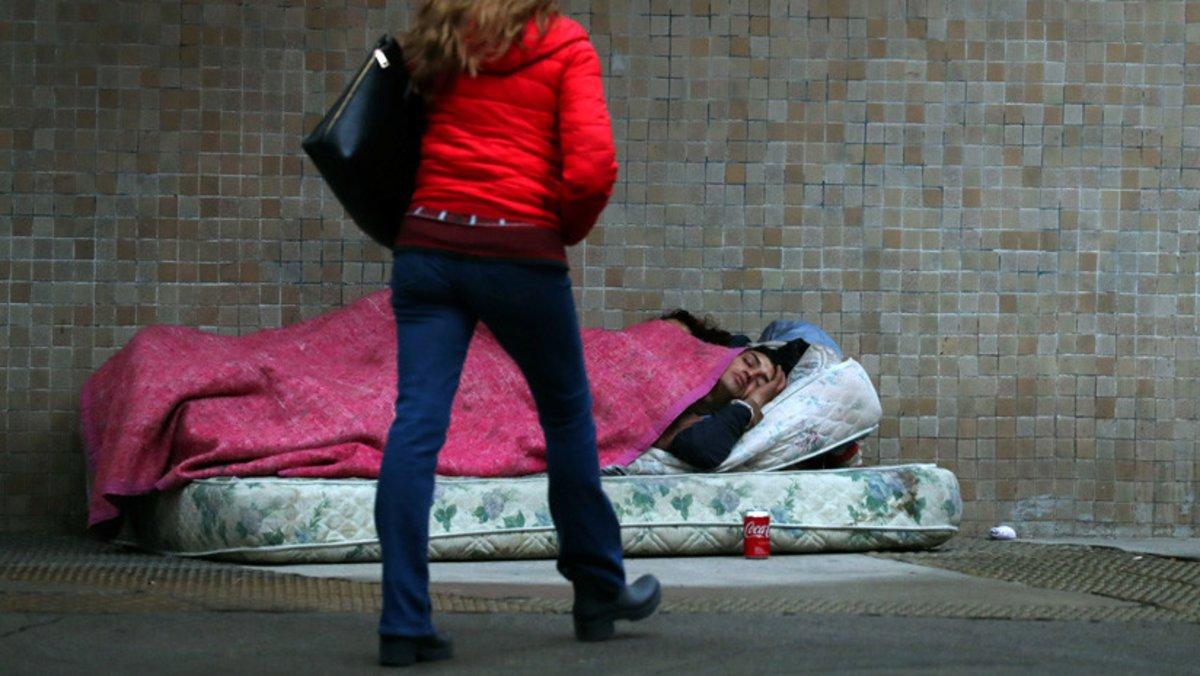 Personas sintechodurmiendo en las calles de Buenos Aires, Argentina. Reuters Marcos Brindicci