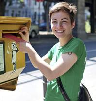 La líder de la candidatura Green-EFA, Ska Keller, vota por correo en la ciudad de Berlín.