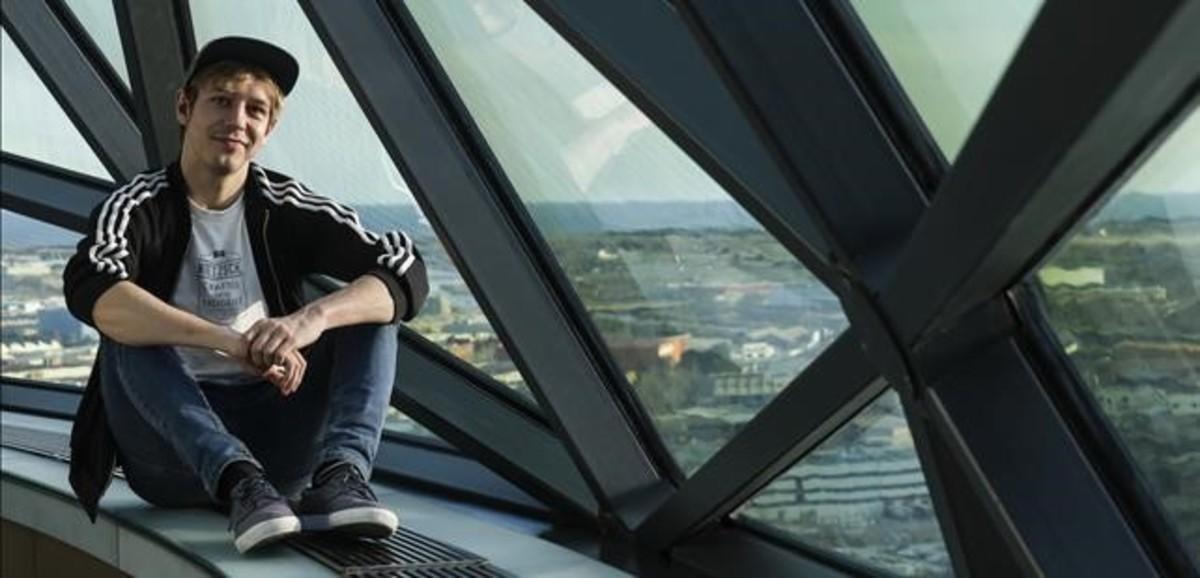 El actor Marcel Borràs, en la cúpula del hotel Esperia de LHospitalet.