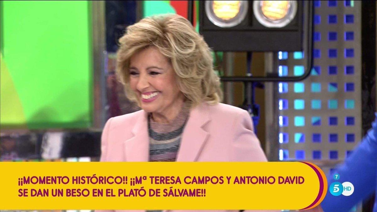 María Teresa Campos regresa por sorpresa a 'Sálvame', se reencuentra con Antonio David y acaba bailando reguetón