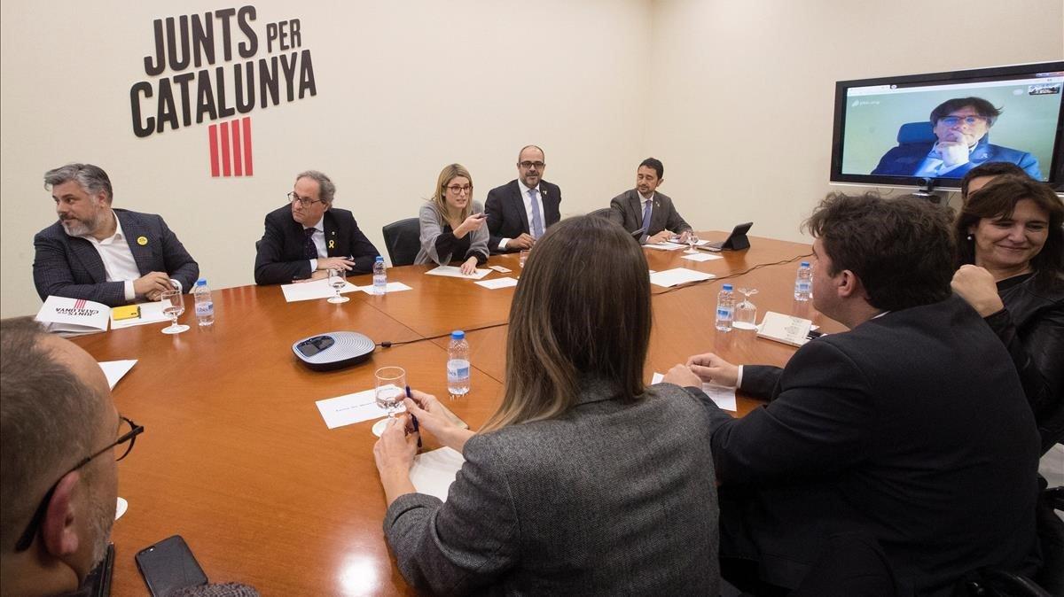Torra reúne en el Parlament a JxCat, diputados y senadores del PDECat y Puigdemont por videoconferencia.