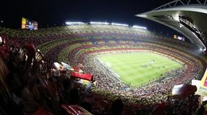 Una imagen del Camp Nou en un clásico contra el Madrid.