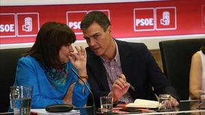 Govern i PSOE suggereixen a Puigdemont anar a eleccions i evitar el 155