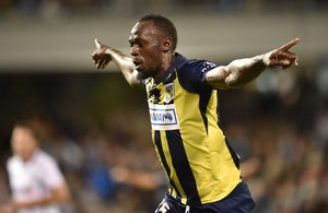 Usain Bolt celebra un gol del club australiano Central Coast Mariners.