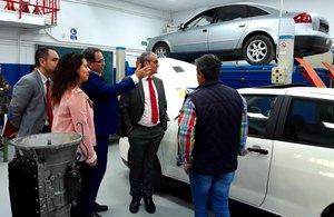 El consejero de Educación e Investigación Rafael van Grieken visita el Instituto de Educación Secundaria Luis Vives, en Leganés.