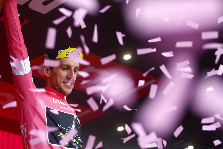 Simon Yates, este viernes, en el podio del Giro.