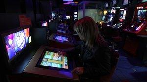 Barcelona prohibeix l'obertura de més locals de joc i apostes